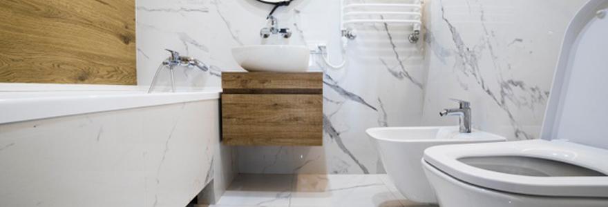 Quel est l'interêt d'avoir du bois dans sa salle bains ?